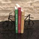 おしゃれなブックエンドに、お気に入りの本を飾って