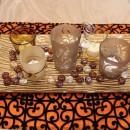 大小5個のキャンドルポット、テーブルの上に炎のガーデン