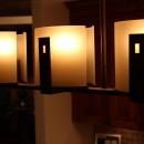 アンティークな灯りは大人のキッチンに似合います