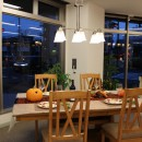 明るい食卓には、幸せな家族が集います