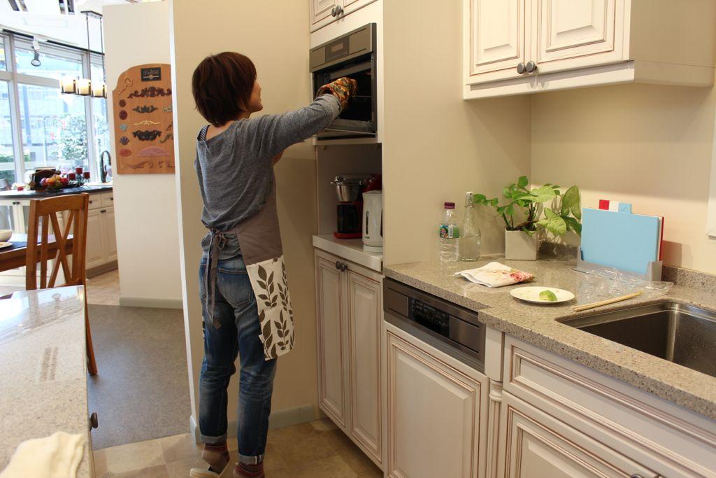 オーブン位置が高いですが、お客様の使いやすい位置にセットできます