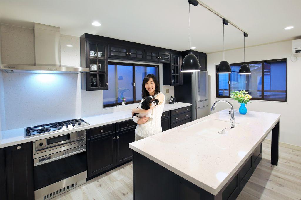 「寝る前にもキッチンを見に行きます」DeWilsのキッチンが紡ぐ夫婦の絆 渋谷・T様宅