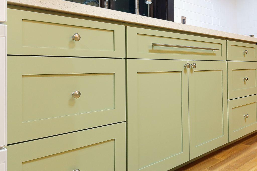 キッチンのパネルのタイプは比較的シンプルなカマチのついた、「SHAKER(シェーカー)」。