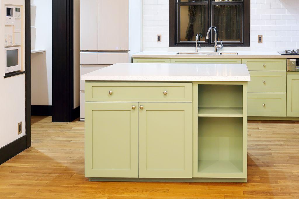 家のイメージカラー、グリーンとホワイトのコンビネーションで、落ち着いた雰囲気に。他のお部屋とも馴染んでいます。