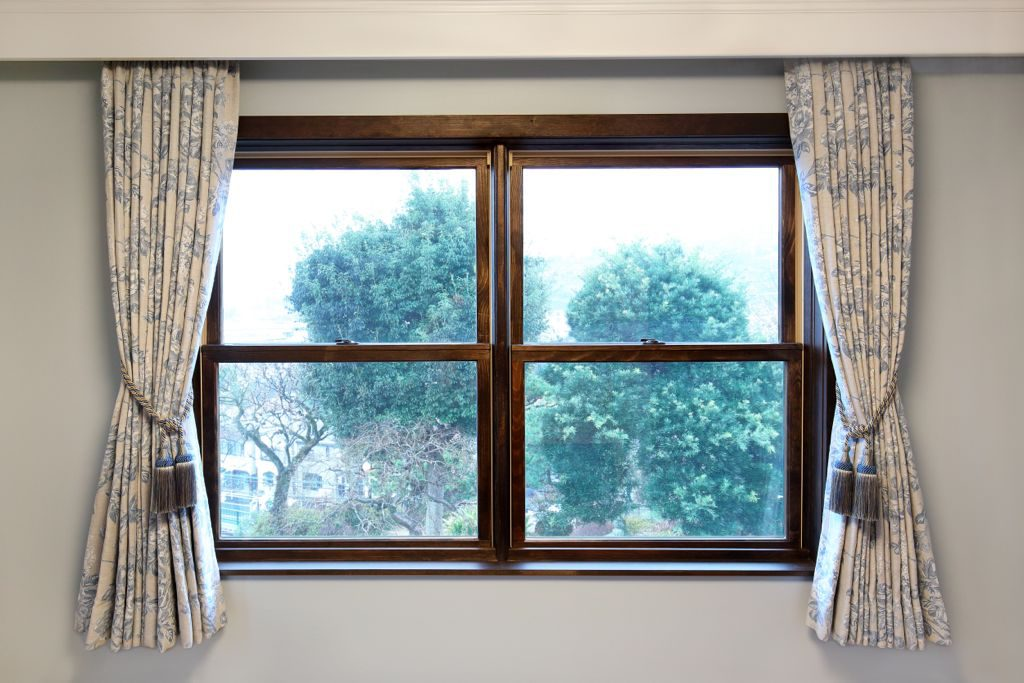 S 様邸は窓が大きめ。そして、上下にスライドするタイプです。