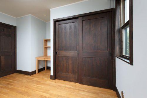 室内の押入れなども帯付きの SIMPSON のドアを使っています。